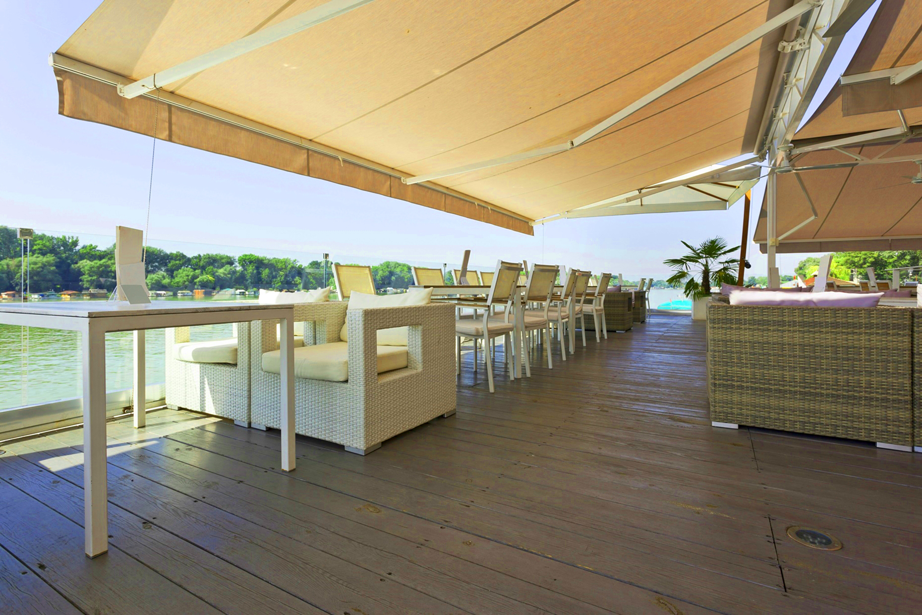 zonwering voor binnen & buiten luifels lamellen terrasschermen